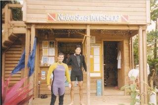 Honduras'ın Roatán Adası'nda dalış öncesi Egemen Erden'le