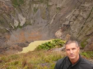 Kosta Rika'da İrazu adlı volkanda