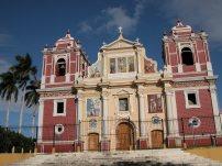 Nikaragua'nın Leon şehrinden bir görünüm