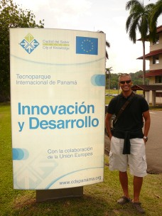 Panama'daki bilgi parkı Ciudad del Saber teknoparkı girişinde