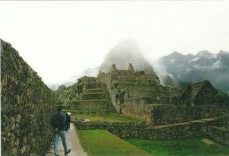Peru'nun antik İnka şehri Machu Pichu'da gezerken